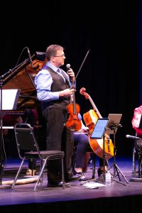 Ensemble Vivant's violinst Corey Gemmell speaking to audience. Photo by Marion Voysey